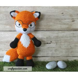 Free amigurumi crochet fox pattern.